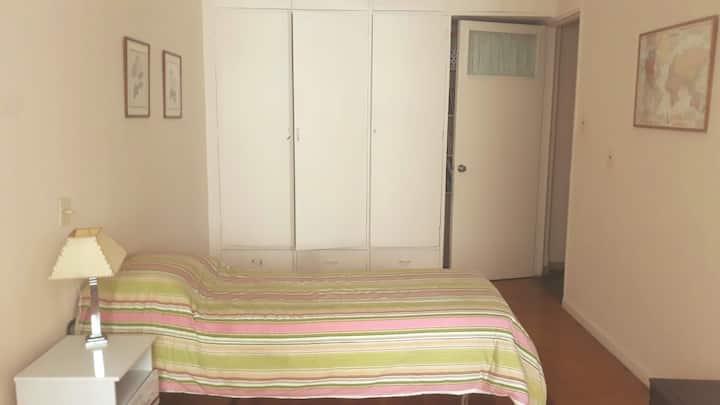 Dormitorio a pasos de la playa en Pocitos