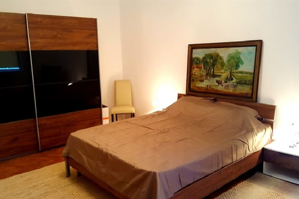The first bedroom with the queen size bed