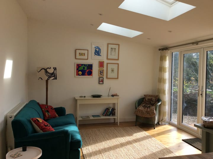 Self contained Annexe, parking, near beach & town.