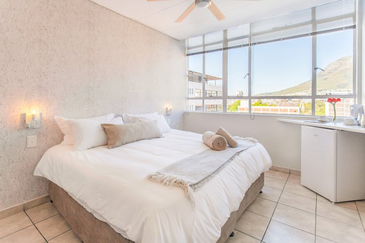 Inn Cpt - 402 - Furnished En-suite Stunning View