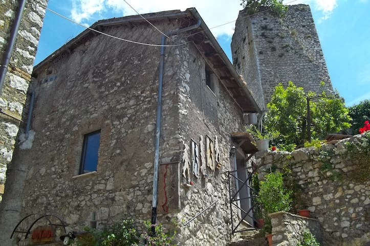 Rifugio sotto la torre - Olevano Romano - Hus