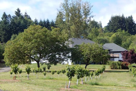 Hazelwood Haven: Wine Country Suite - Dundee