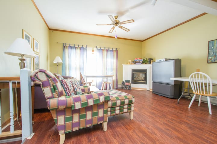 The Carriage House, 4 BR 4 BA Home