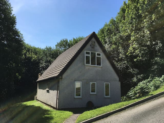 Hideaway Cottage in  Tamar Valley, Hot Tub & Wi-Fi