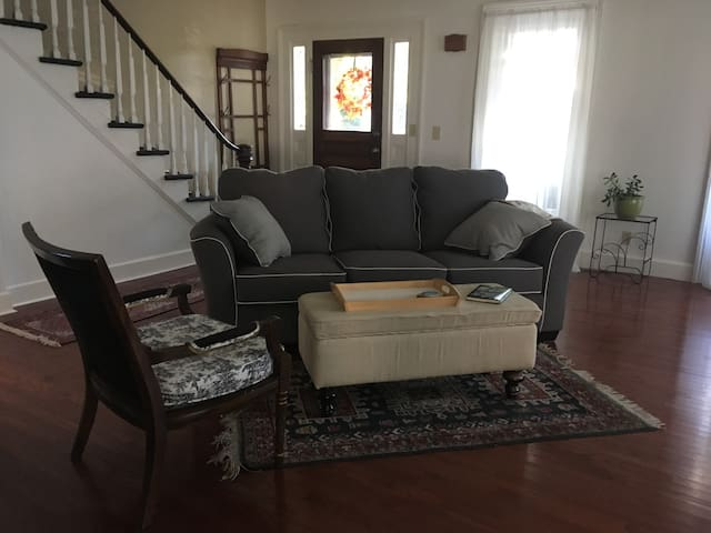 Comfortable furnished living rm