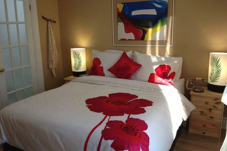 Charming Red Room - Niagara Falls - Huis