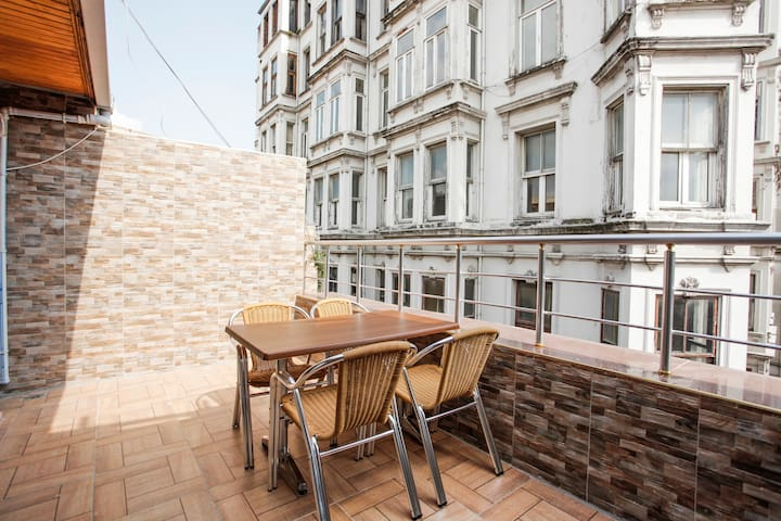 Deluxe Flat With Terrace in Taksim
