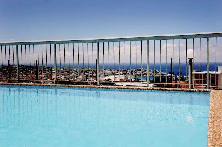 Fantastic views from roof top pool with 360 degree view of Sydney.  See Bondi Beach in foreground!