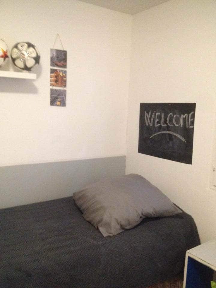 Chambre dans maison en toute simplicité .