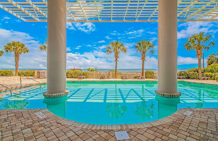 Cozy Oceanfront Condo at Luxury Resort w/ POOLS!