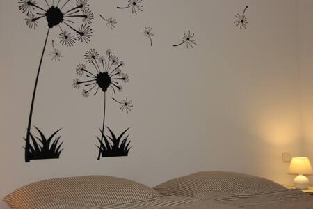 Urlaub am Chiemsee, Fewo + Terrasse - Rimsting - Appartement