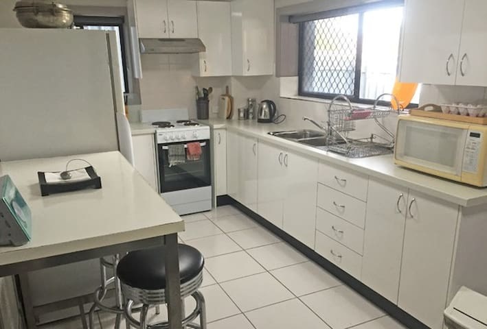 Myola @ Mayfield, 4 bedrooms on Transport - Mayfield - Apartment