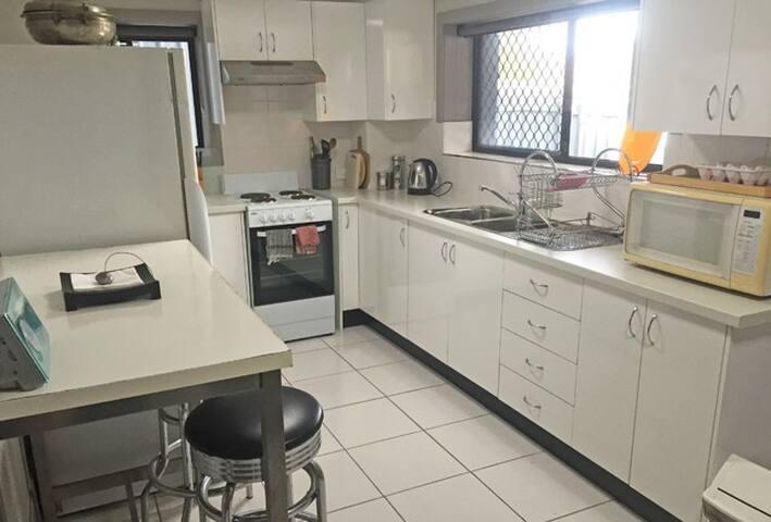 Myola @ Mayfield, 4 bedrooms on Transport - Mayfield - Apartamento