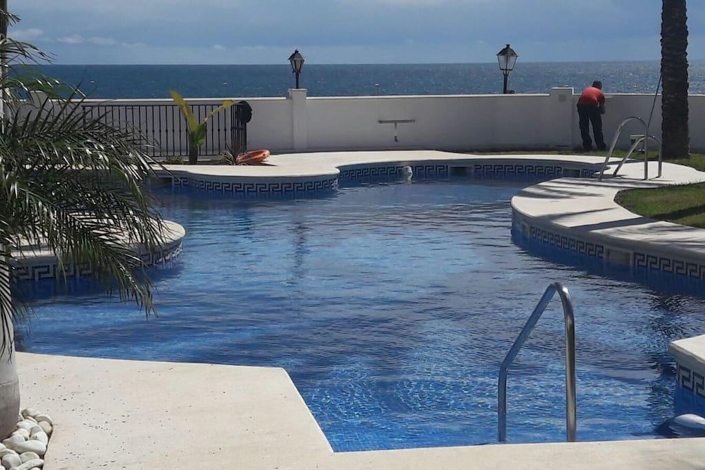 Piso con piscina enfrente del mar apartamentos en - Pisos relax madrid ...