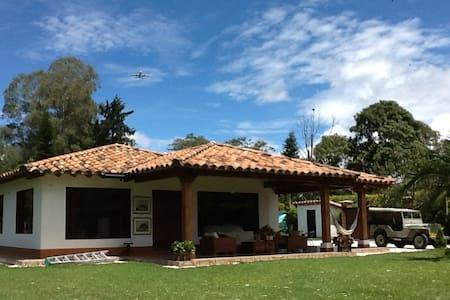 Alojamiento en Finca Llanogrande - Rionegro