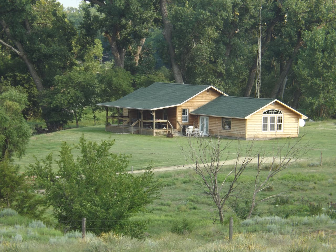 Beautiful secluded cabin within 5 minutes from main house.