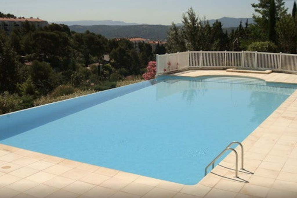 Luxury flat piscine tennis parking appartements louer for Piscine miroir aix en provence