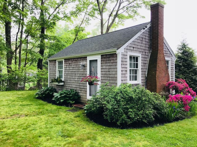 Quaint Cape Cod Cottage