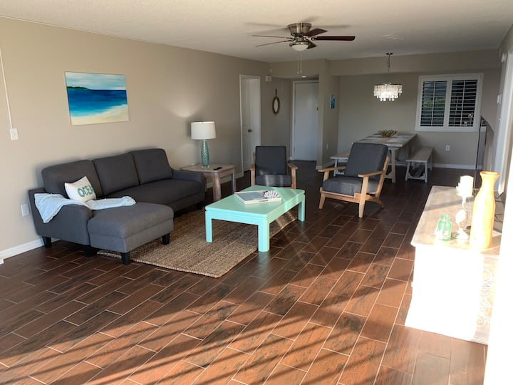 Beach Condo 2/2 newly remodeled & furnished