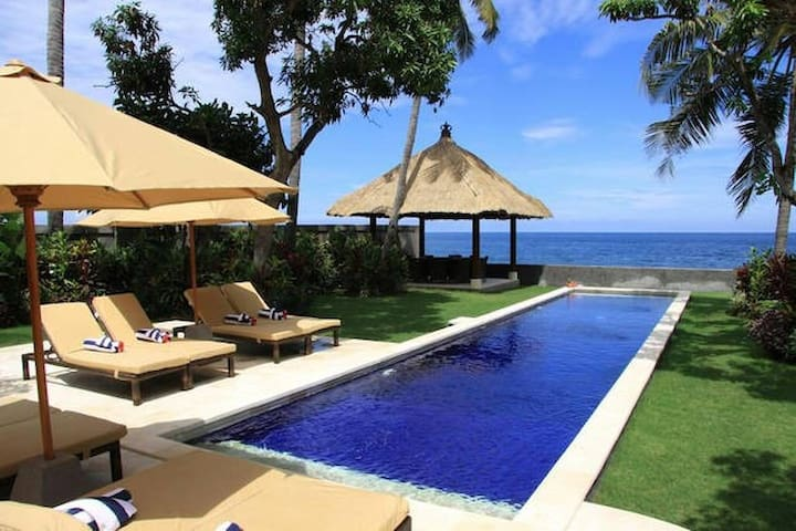 Oceanfront Villa in the North of Bali - Sawan - Villa
