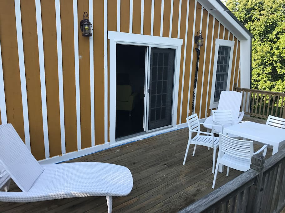 Hamilton Cottage private front porch overlooking vineyards  nb