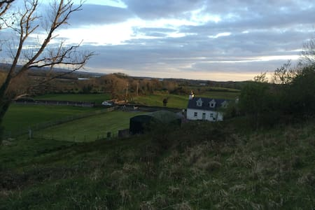 Historic Country Cottage. Stunning countryside - Gort - Cabin