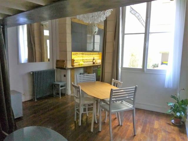 Charming flat near Champs Elysées
