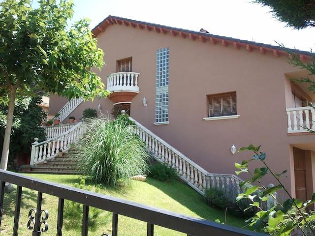 Chalet 8 plazas con Jardin y garaje - Boltaña - Huis