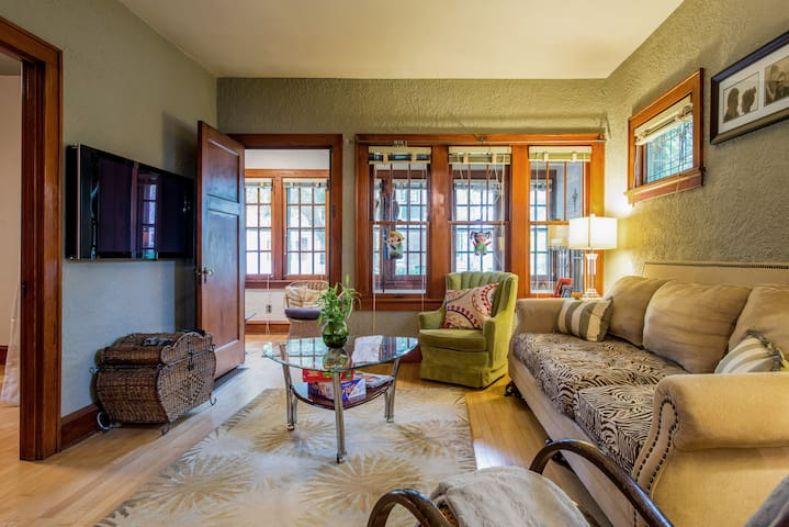 Comfortable and relaxing sun room. NOTE WE HAVE CHANGED THE COUCH TO A BIGGER AND MORE SPACIOUS ONE.