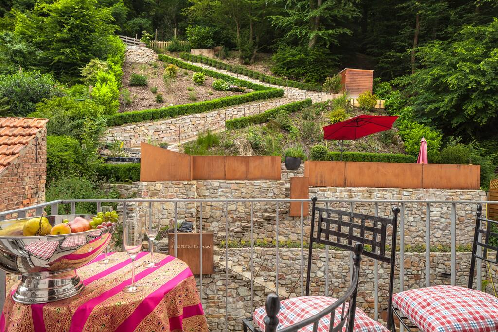 Balkon mit Aussicht zum Garten