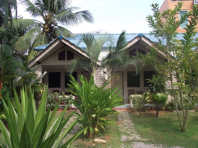 AIR-CONDITIONING, ONE KING BED, ROOM ONLY, KRABI - Мыанг Краби - Гостевой дом