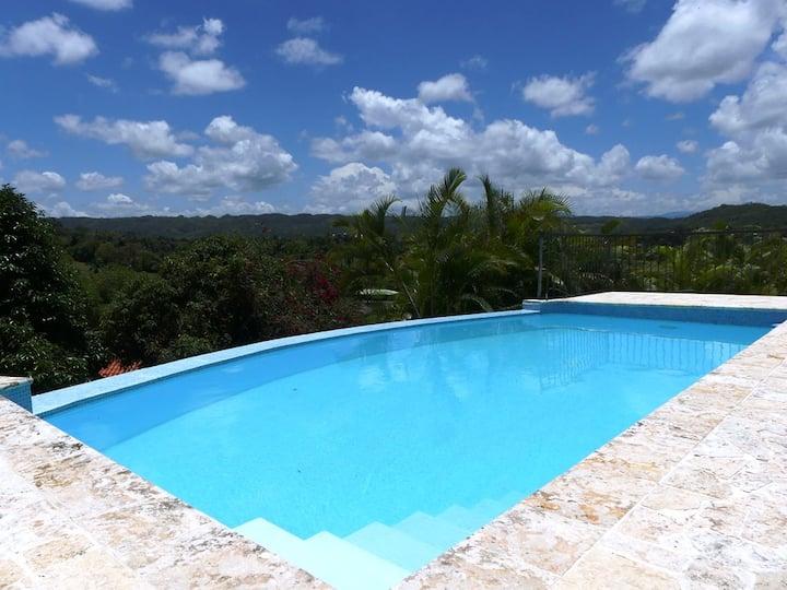 Large Villa with Crystal Pool & Breathtaking Views