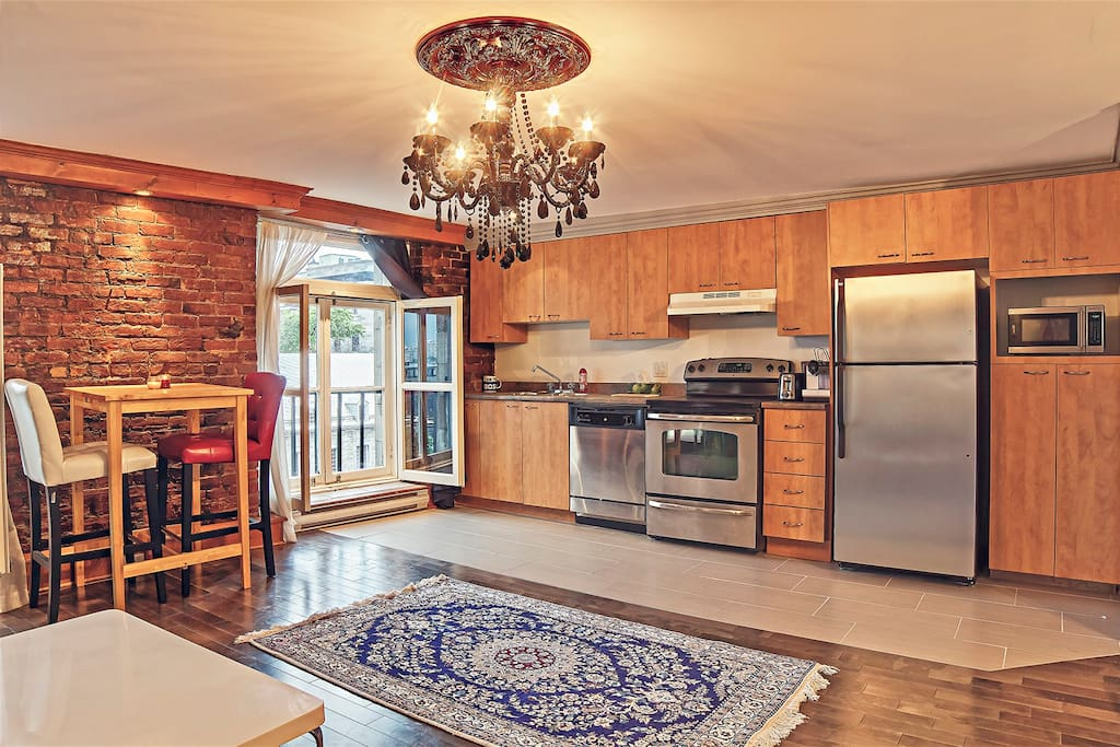 Stylish full kitchen with all appliances.