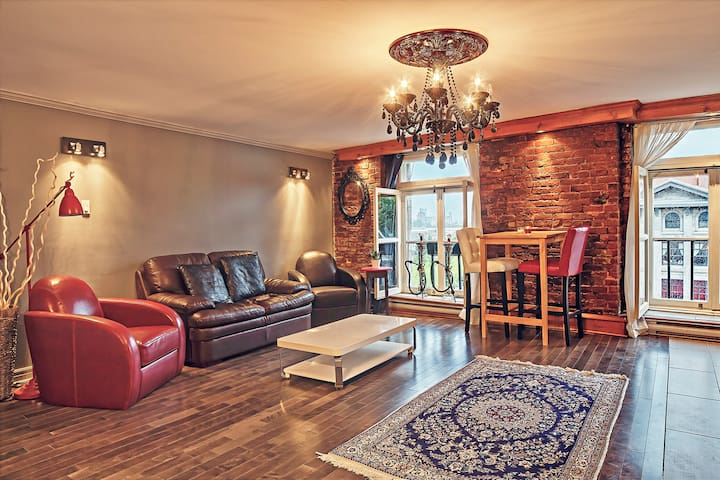 Classy Water View Condo in Old MTL