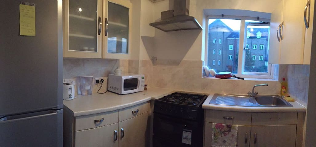 LADIES ONLY - Colchester - Apartament