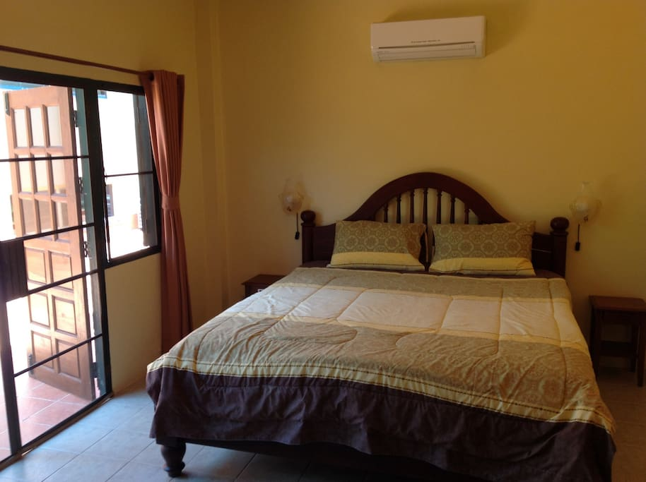 King bed & air con