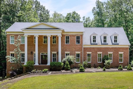 Stunning Mansion and Exec Retreat, 5 Acres, Pool - Fairfax Station