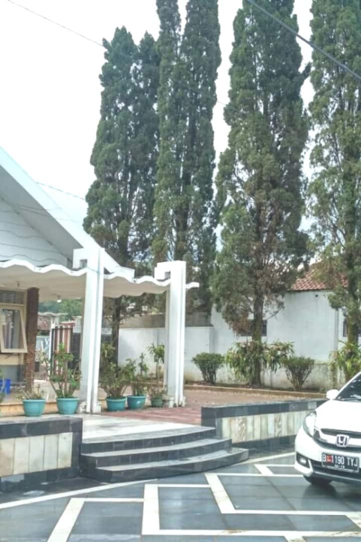 Gedung Putih Al Boestomi