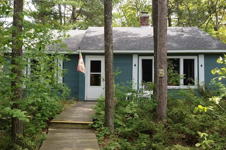 Lake Huron Cottage w Amazing Views - Cheboygan - Stuga