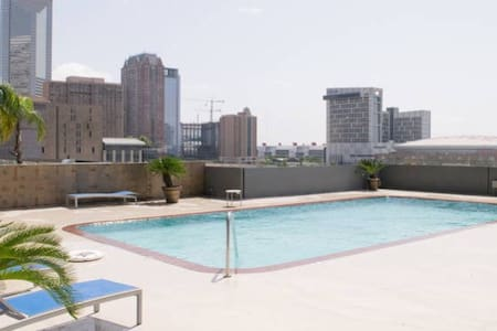 Downtown High Rise Apt with Parking - Houston - Wohnung