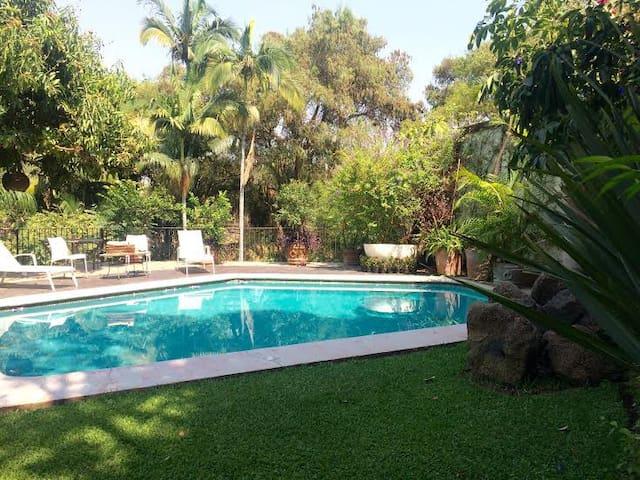 Lujoso y Seguro Bello espacio c/jardinx Tabachines
