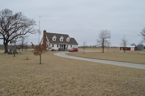 Easy, 9-mile, blacktop drive to Downtown Emporia
