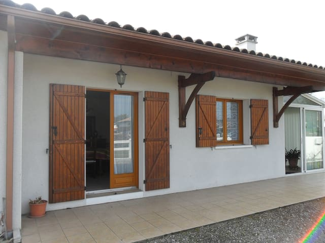 Maison confort /wifi/2 chambes / 10km plages