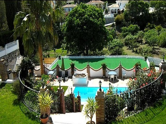 Private Luxury Villa, 2 apartments - Mijas - Villa