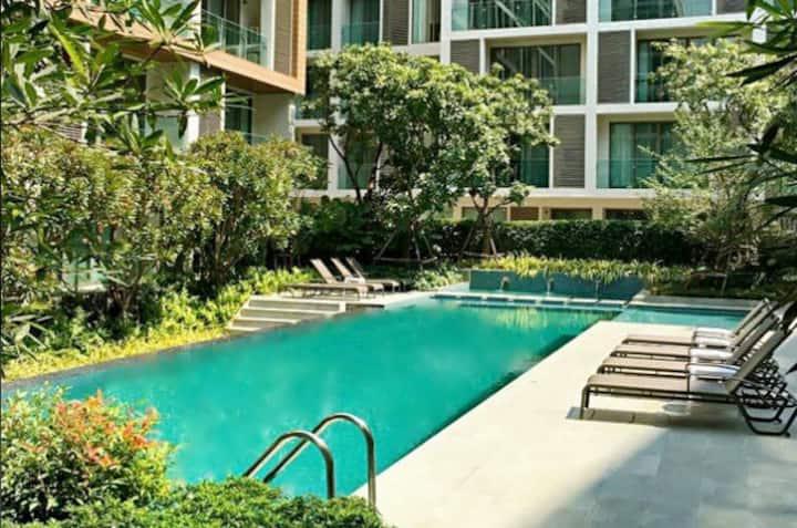 Heart of Nimman luxury Condo 8@wifi/pool/gym/sauna