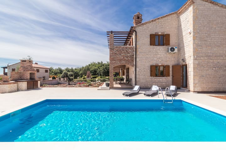 Family Villa Amelie with Pool, Garden and Sports