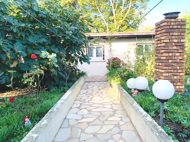 PRIVATE HOUSE 🏡ZEN🎋CLEAN F2  WIFI PARIS/CDG 20mn