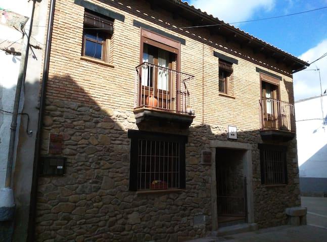ACOGEDORA CASA RURAL EL OLIVO - Guijo de Granadilla - Rumah