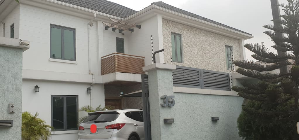 EXECUTIVE HOME- LEKKI PHASE 1 ( ENTIRE PROPERTY)