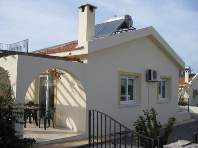 Villa With Private Pool And Sea And Mountain Views - Girne - Вилла